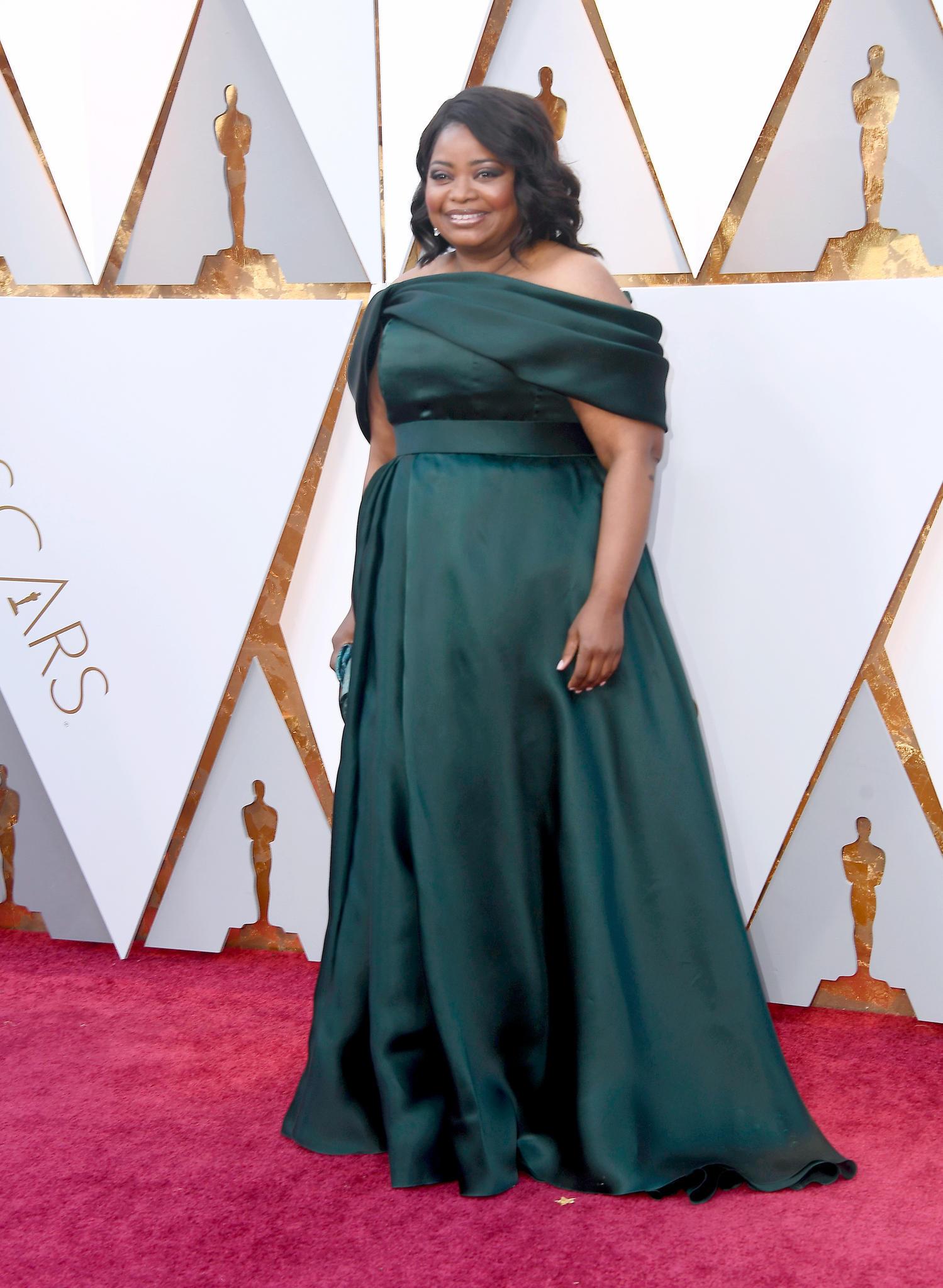 Kein Wunder, dass Octavia Spencer so strahlt. Das petrolfarbene Kleid sieht fantastisch an ihr aus.