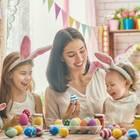 Warum feiern wir Ostern? Mutter mit Kind am Basteln