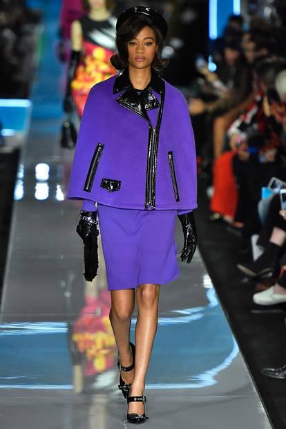 Mailand Fashion Week: lilanes Kostüm bei Moschino