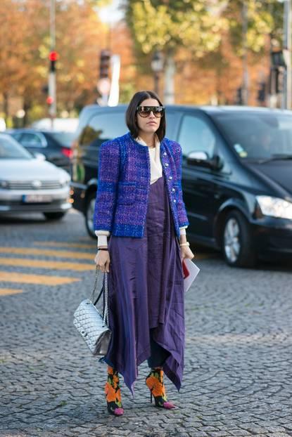 Streetstyle mit lilafarbenem monochromen Look