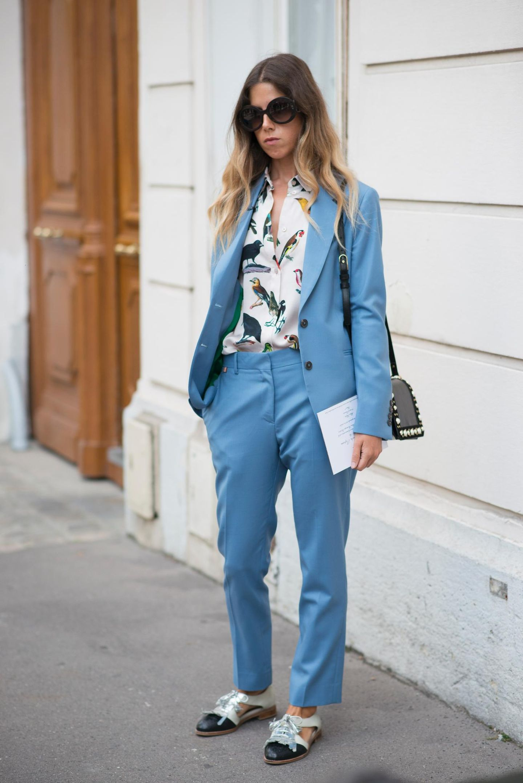 Streetstyle mit pastellfarbenem Anzug