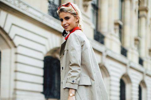 Caro Daur trägt den Trenchcoat