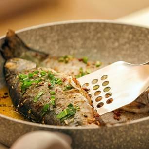Fisch in Bratpfanne