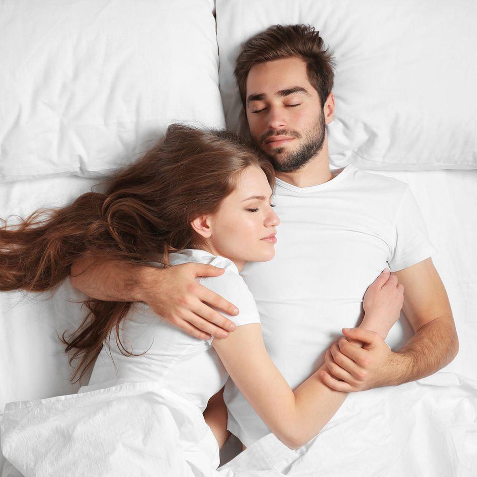 In welchem Alter ist Sex am besten: Paar im Bett