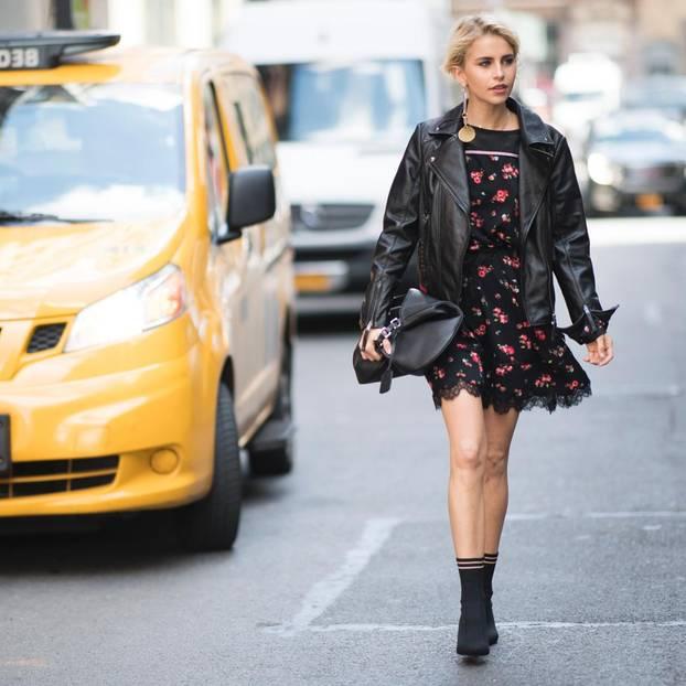 Caro Daur trägt eine Lederjacke