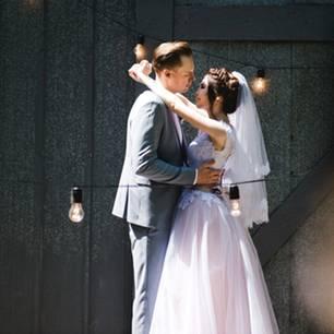 Hochzeitsmusik: Brautpaar beim Eröffnungstanz