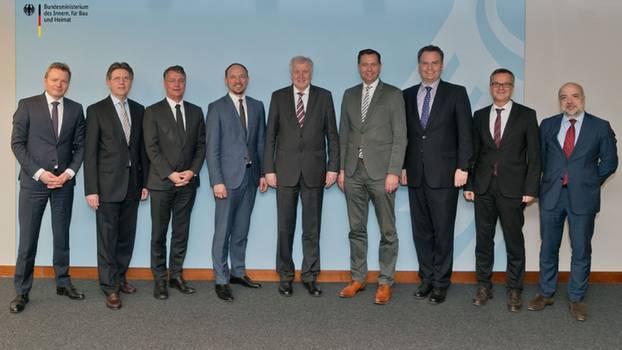 Innenminister Horst Seehofer und seine acht Männer im Führungsteam des BMI