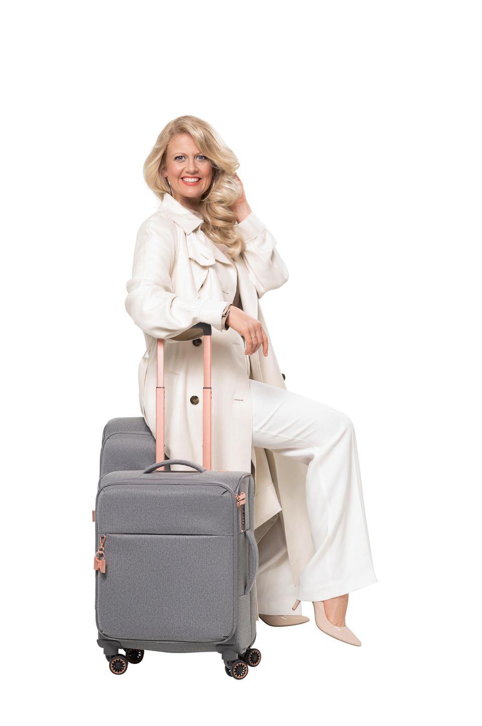 Barbara mit ihren neuen Koffern
