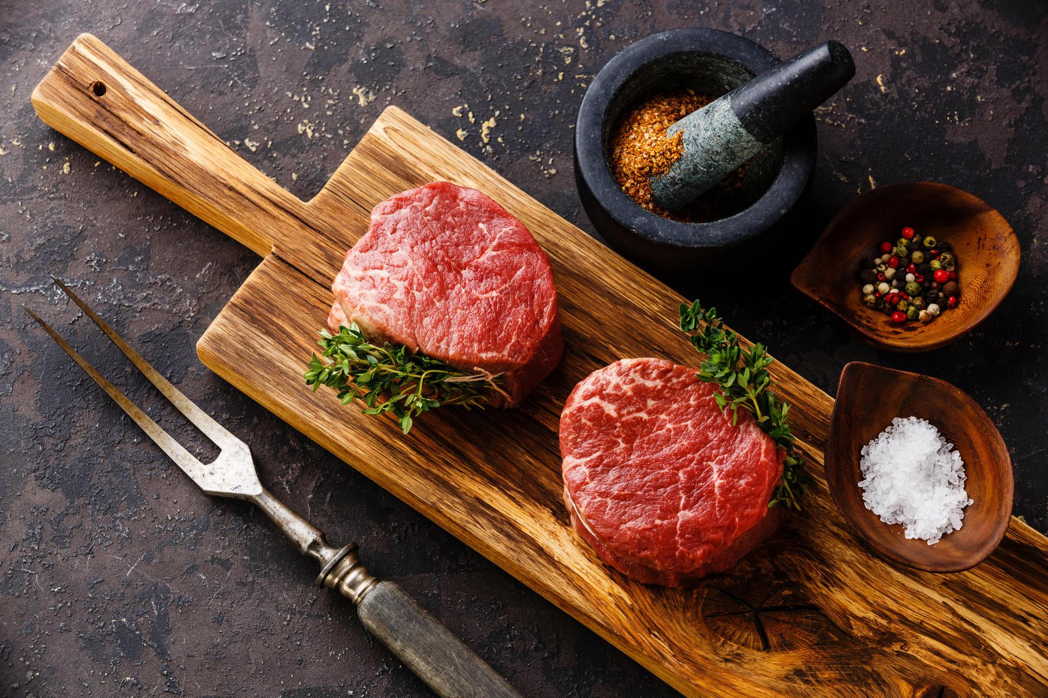 Weber Elektrogrill Steak : Rinderfilet grillen: so gelingt es dir! brigitte.de
