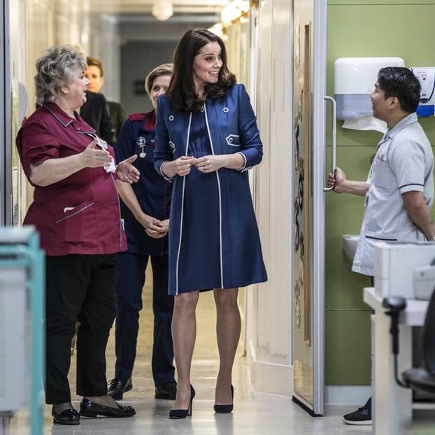 Herzogin Kate besucht ein Krankenhaus