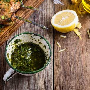 Grillmarinade mit Kräutern, Zitrone und Knoblauch