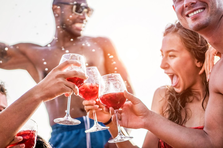 Nackt-Verbot auf Mallorca: Feiernde Party-People
