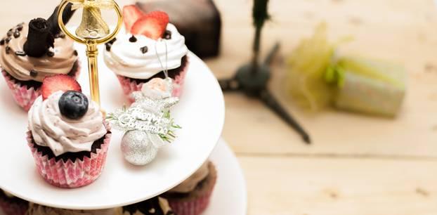 Etagere selber machen: Etagere mit Cupcakes