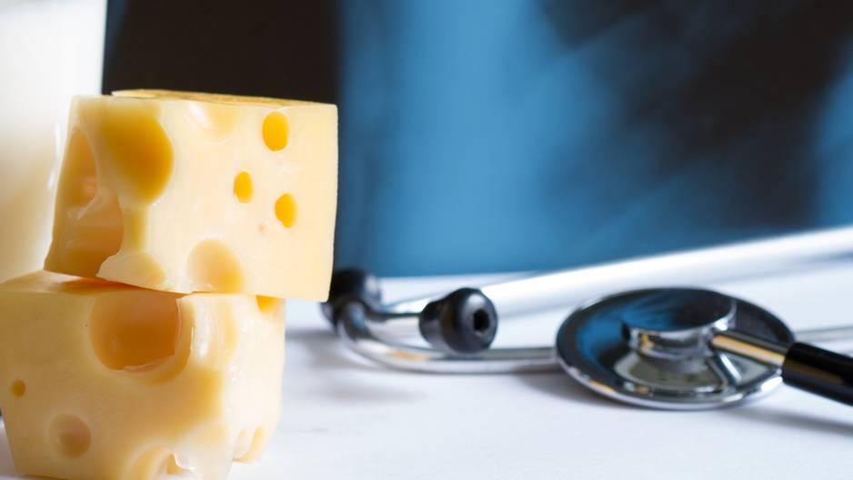 Käse auf Krankenschein: Käse liegt in einer Arztpraxis