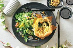 Spinat-Shiitake-Tartelettes mit Römersalat
