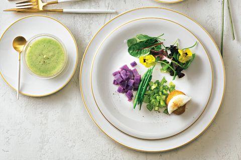 Wildkräutersalat mit Gazpacho & Ziegenkäse-Croûton