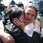 Nach 24 Jahren liegen sich eine chinesische Mutter und ihre Tochter endlich wieder in den Armen
