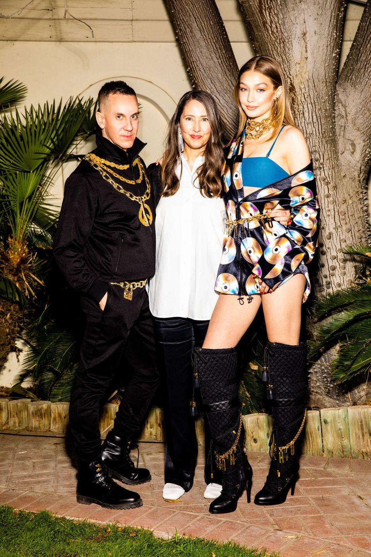 Jeremy Scott zusammen mit Ann-Sofie Johannsson und Gigi Hadid