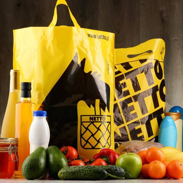 Dänemark: Netto-Einkaufstüten und ein paar Lebensmittel