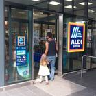 Aldi-Teppich vor dem Eingang einer Filiale