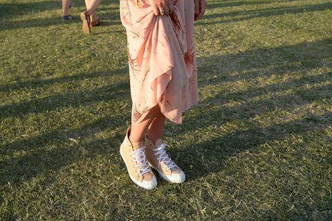 Blogegrin mit Sneakern