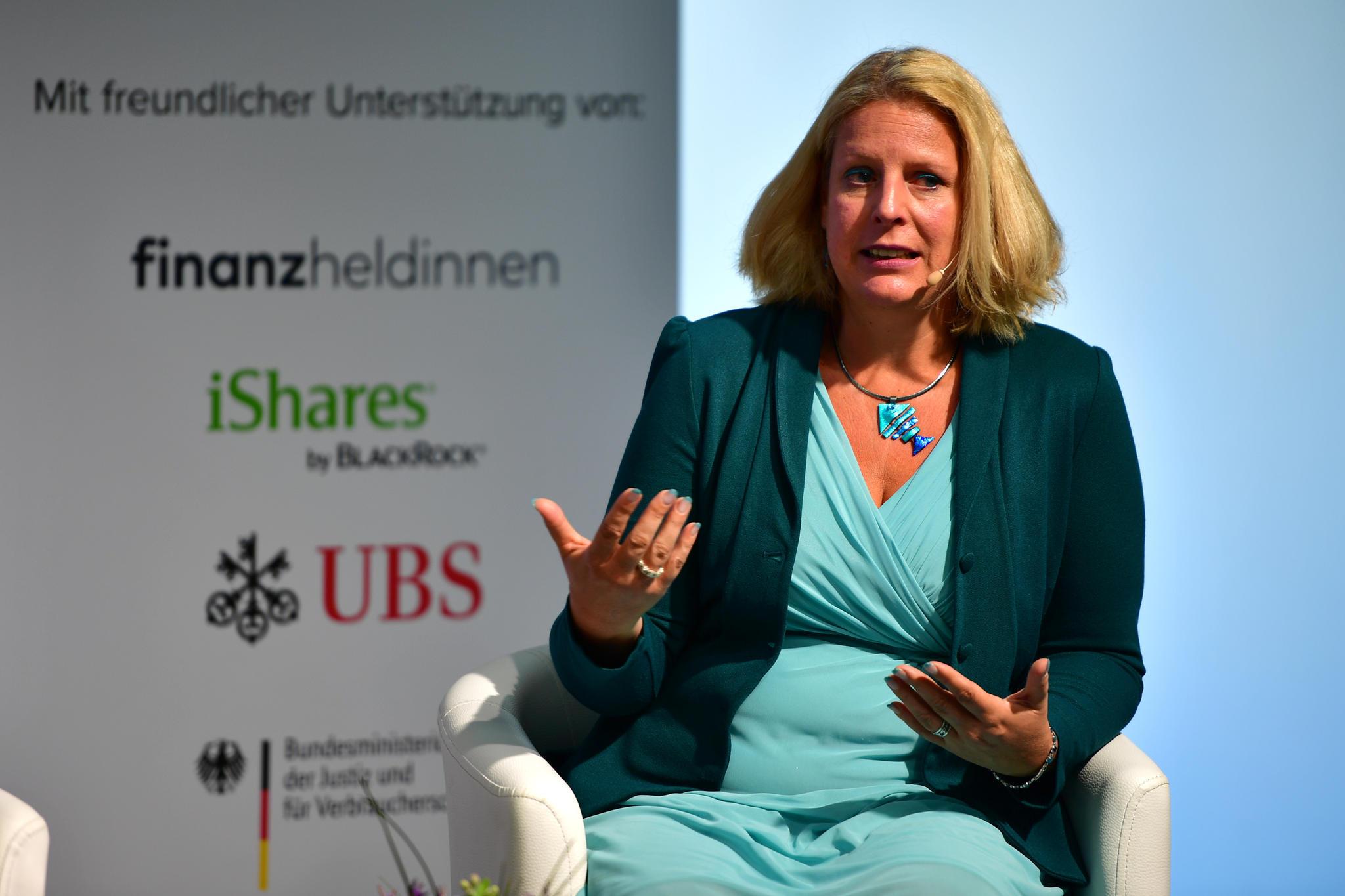 """""""Verlangen Sie einfach das Doppelte!"""" - die Verhandlungs-Expertin Claudia Kimich gab Tipps, wie Frauen ihren Marktwert checken und bekommen, was sie wirklich Wert sind."""