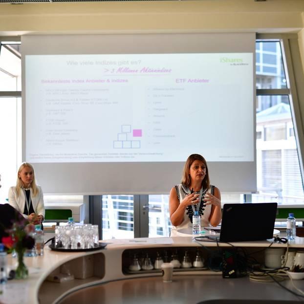 """""""Frauen und Technik - passt perfekt, auch bei der Geldanlage"""" - Monika Rothenari von Blackrock klärt rund ums Thema ETF auf."""