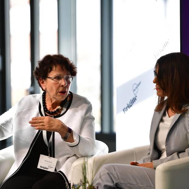 BRIGITTE-Kolumnistin Helma Sick warnte eindringlich, sich als Frau in der Beziehung auch in Finanzfragen nicht das Heft aus der Hand nehmen zu lassen.