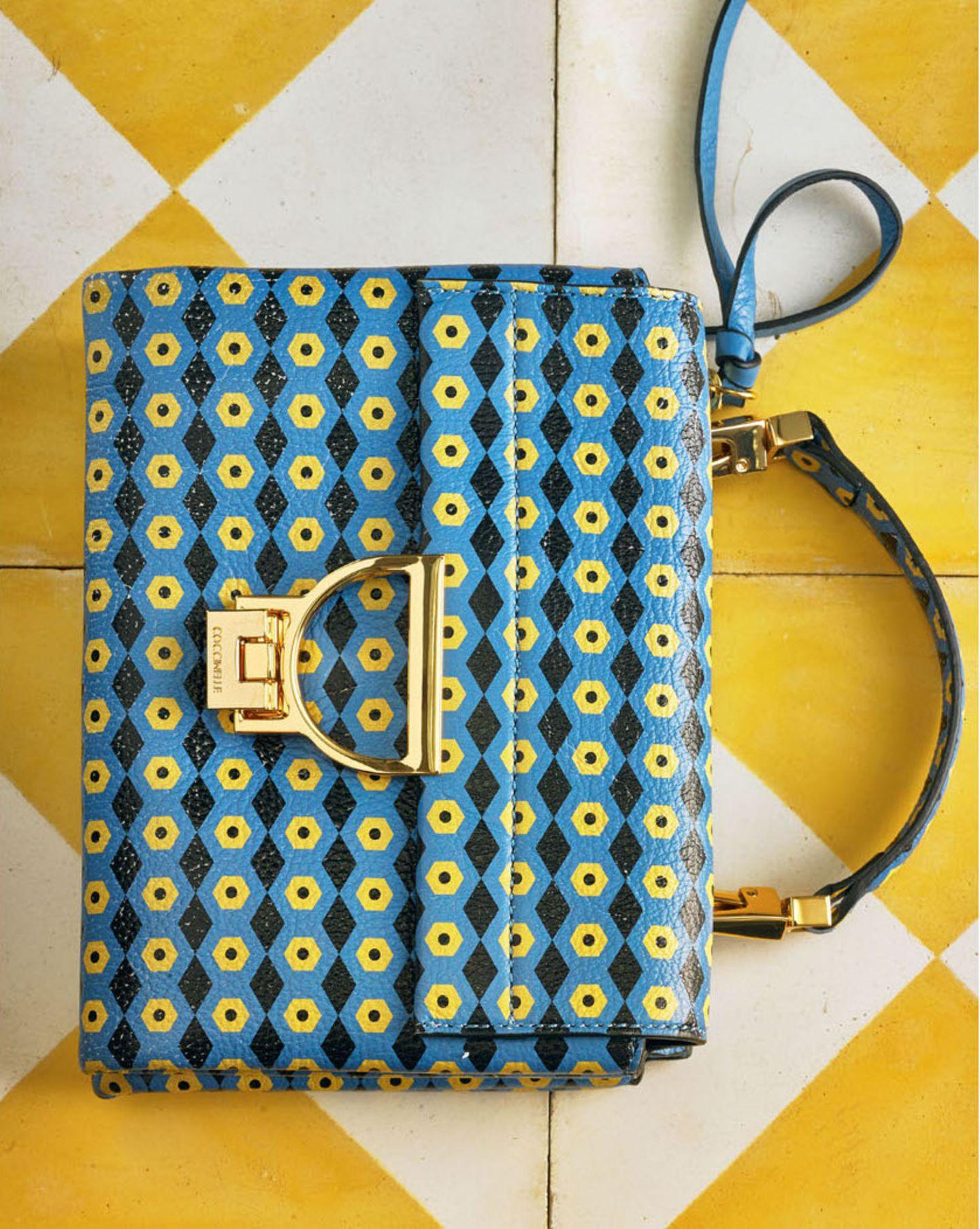 Farbtrends 2018: geld-blaue Tasche
