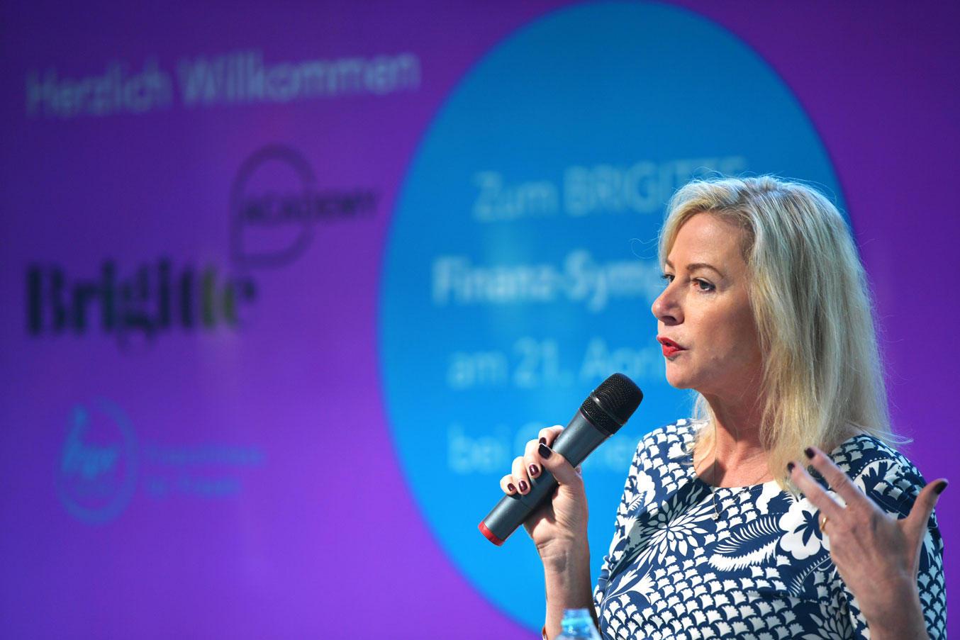"""""""Frauen brauchen keine anderen Finanzprodukte, aber sie brauchen eine andere Ansprache"""", meint Anne Conelly, Geschäftsführerin von hermoney.de"""