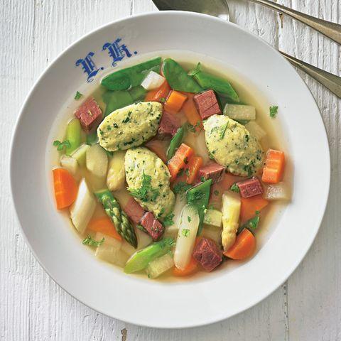 Rindfleischeintopf mit Frühlingsgemüse und Kräuterklößchen