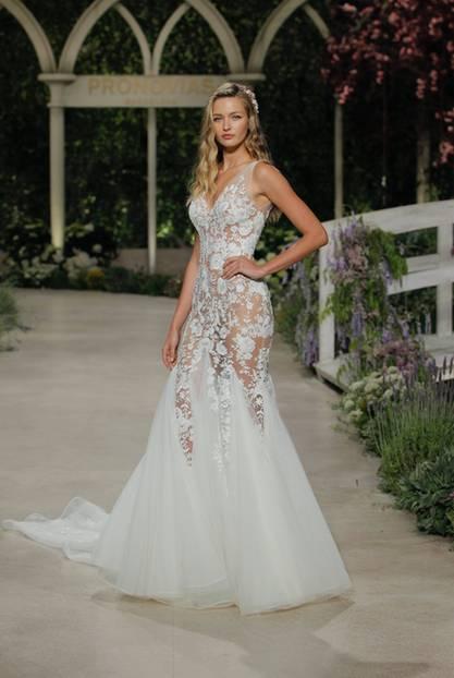 Brautkleid mit viel Transparenz