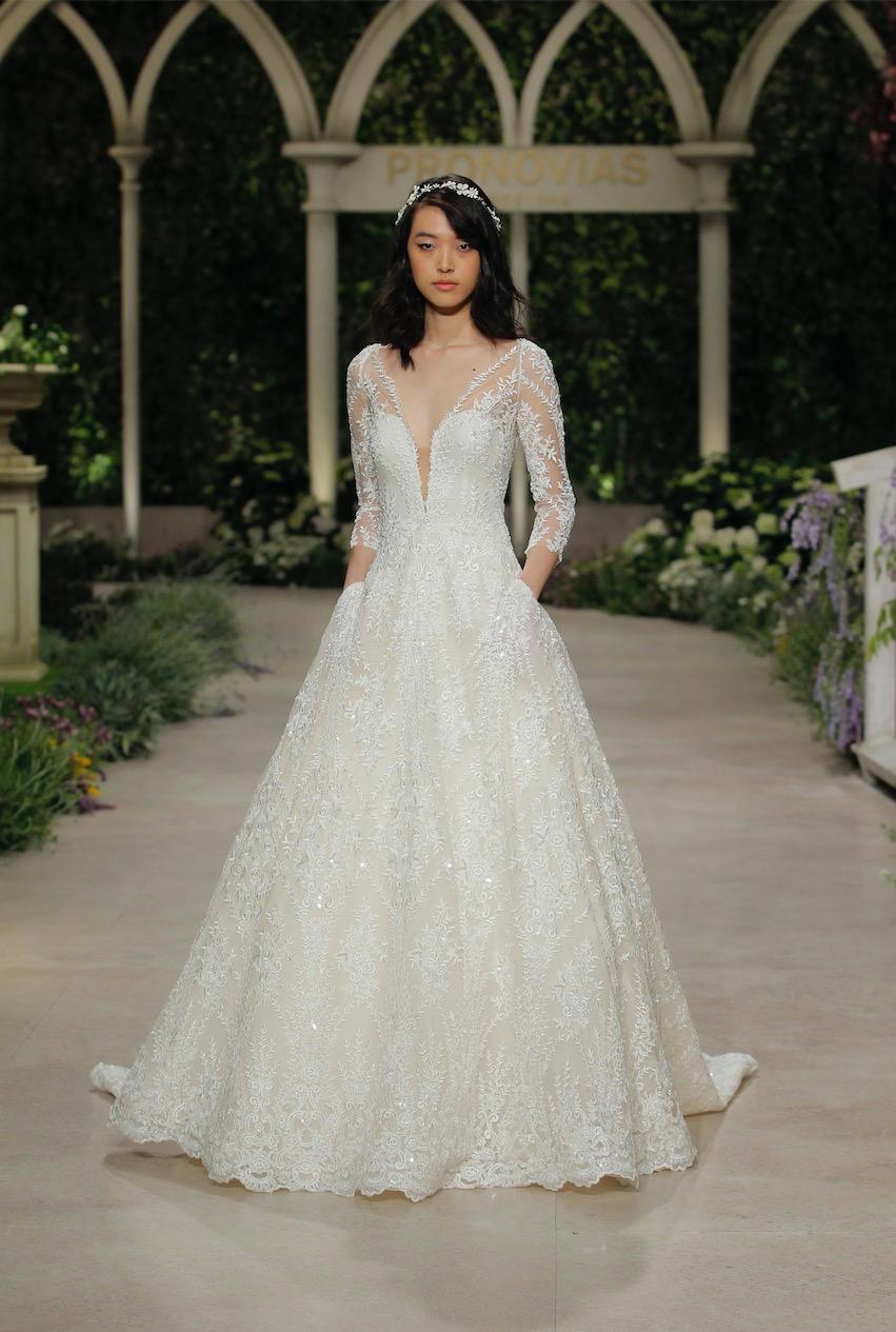 Weißes Brautkleid von Pronovias