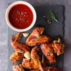Dips zum Grillen: Gegrillte Chicken Wings mit rotem Dip