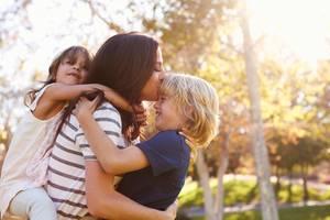 Mamas Liebling: Darf man ein Kind lieber mögen?