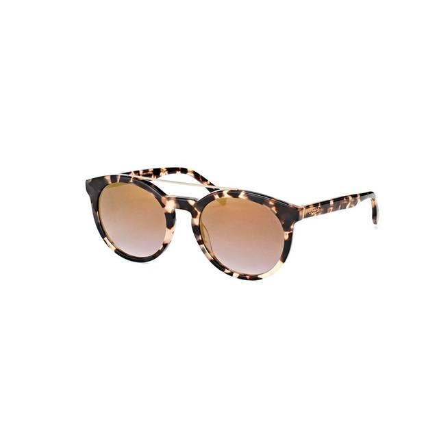 Sonnebrille mit braun geflecktem Rahmen. Von Lacoste, über Misterspex, um 151 Euro.