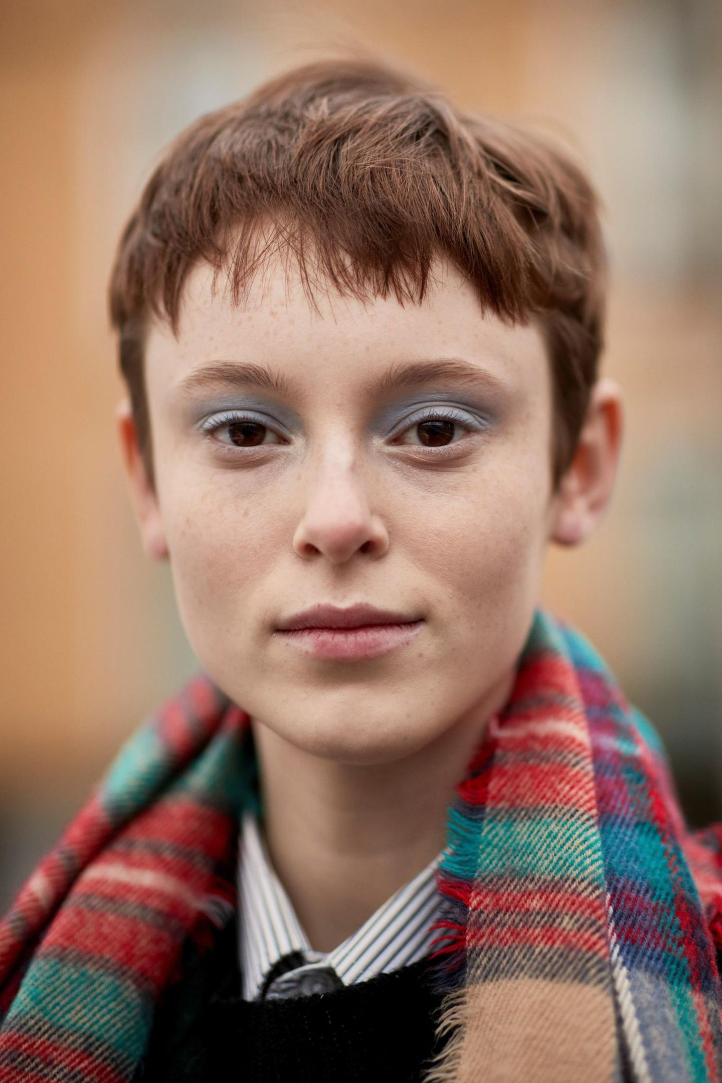 Kurzhaarfrisuren: Pixie Cut mit kastanienbraunen Haaren