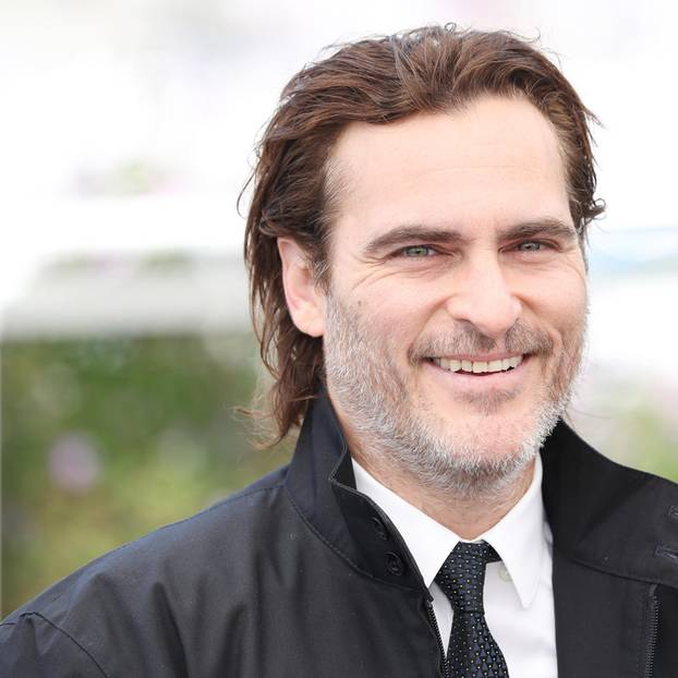 Joaquin Phoenix: Mann im Anzug