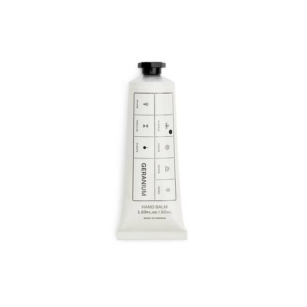 Kennt ihr schon den neuen H&M Ableger Arket? Von dem Label ist diese Handcreme, die auch im Sommer für super zarte Hände sorgt. Um 9 Euro.