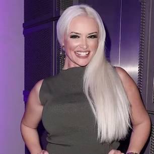 Daniela Katzenberger feixt