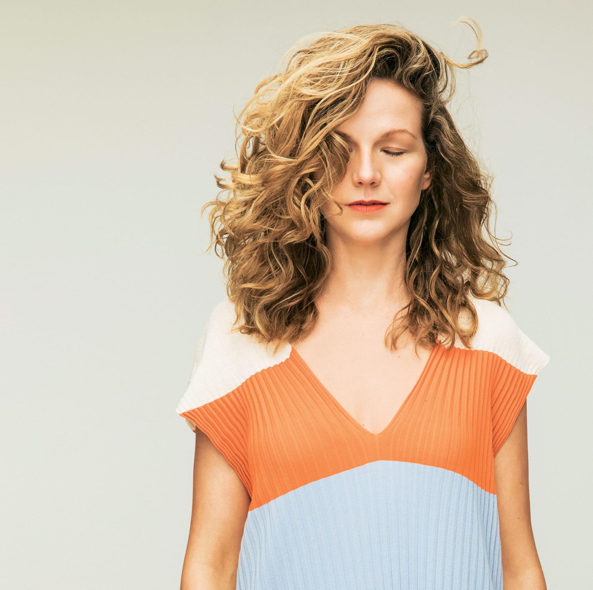 Frisur: Ariane nach dem Umstyling mit ausgedünnten Haaren und Highlights