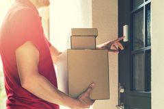 Der DHL-Bote bringt dir deine Pakete bald abends – aber es gibt einen Haken