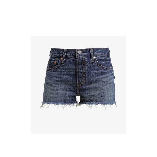 Denim-Shorts mit Fransen. Von Levis, um 60 Euro.