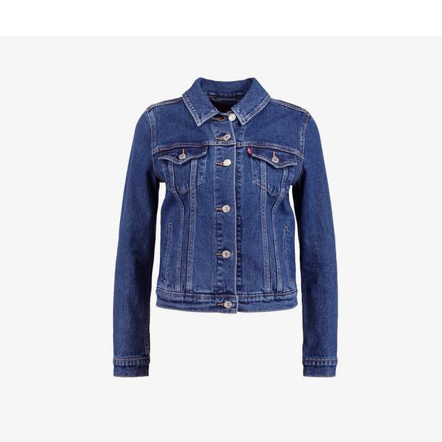 Schlichte Jeansjacke - passt perfekt zum weißen Spitzenkleid oder All-over-Denim-Look. Von Levis, um 110 Euro.