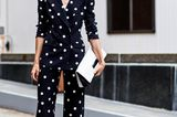 Gepunkteter Anzug