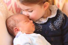 Süße Schmusebacke! Die ersten offiziellen Fotos von Prinz Louis sind da
