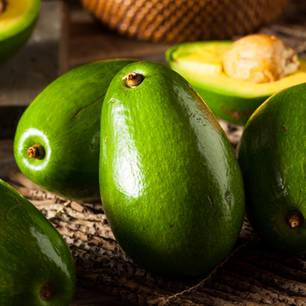 Harte Avocado schneller reifen
