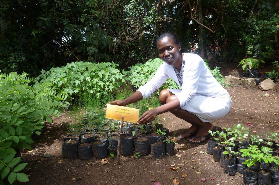 Irene Ojouk bei ihrer Arbeit in Kenia