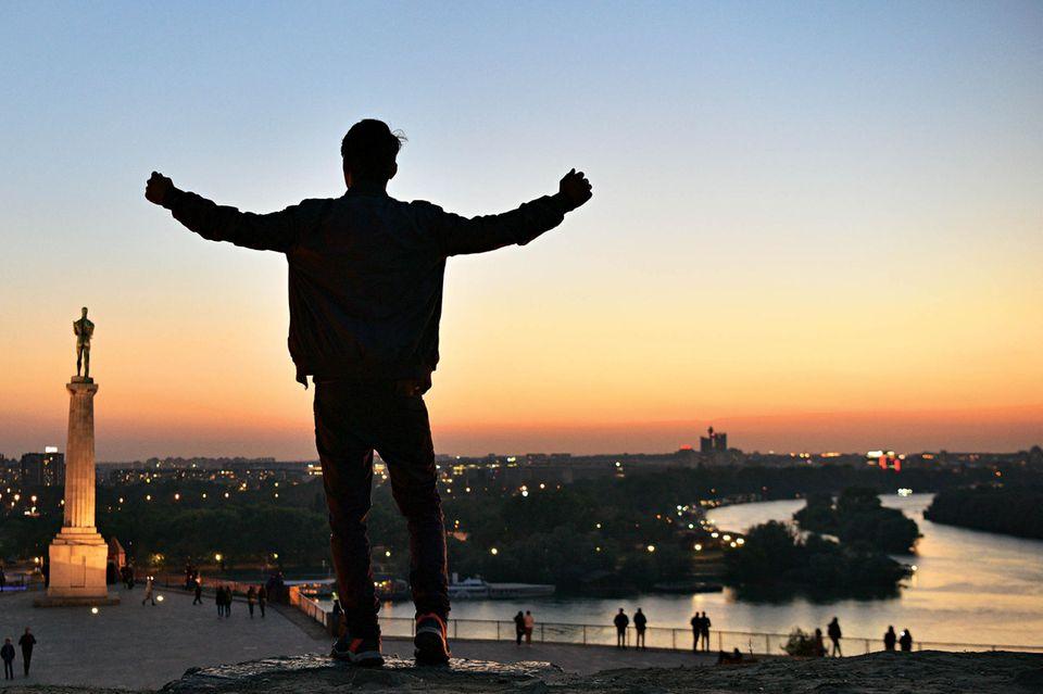 Belgrad-Tipps: Mann vor Sonnenuntergang