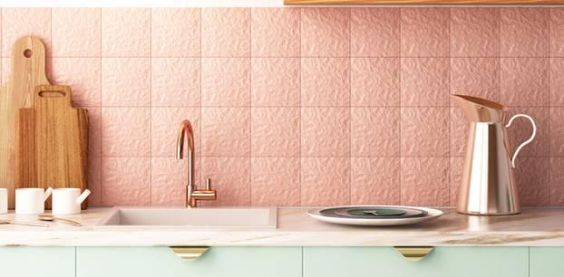 Fliesen streichen: Küche mit rosafarbenen Fliesen